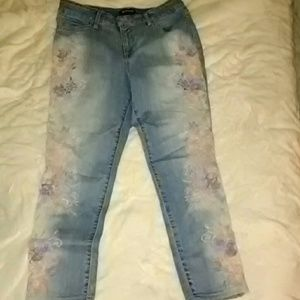 Bandolino embroidered jeans